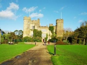 Na falta de foto melhor, o castelo de Malahide, em Dublin.